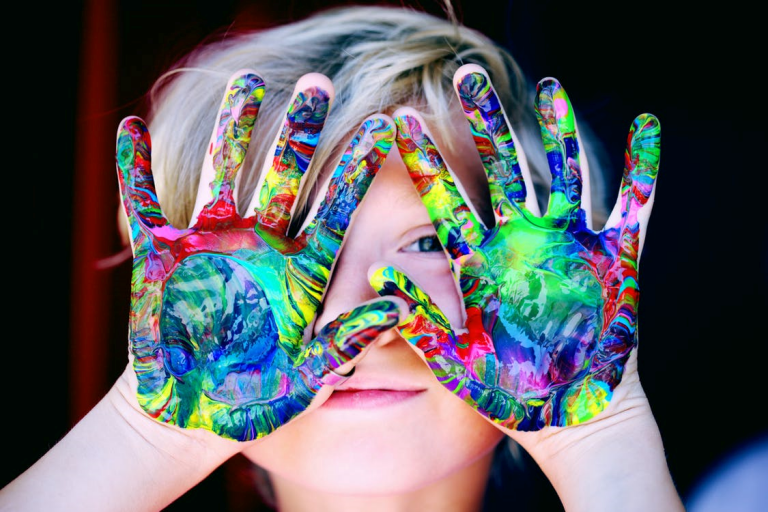 Nhận biết trẻ tự kỷ với 10 dấu hiệu dễ dàng