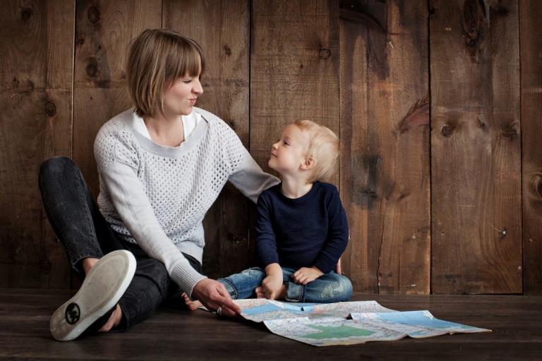 Sử dụng máy tiệt trùng sấy khô giúp mẹ tiết kiệm thời gian mà vẫn làm sạch bình sữa cho bé