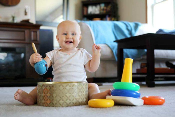 Trẻ 8 tháng tuổi: Sự phát triển và chế độ dinh dưỡng