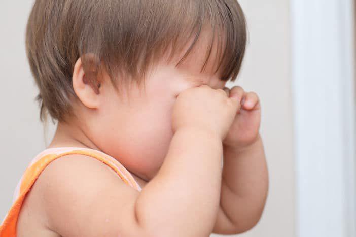 Nguyên nhân trẻ nhỏ dụi mắt và cách ngăn ngừa