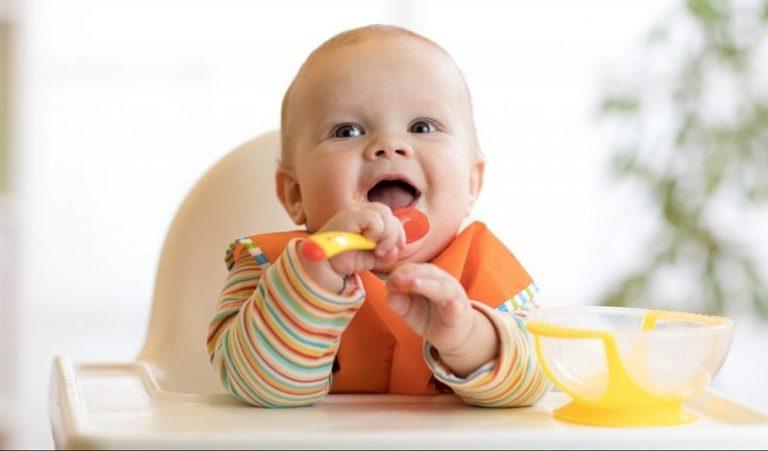 Bác sĩ dinh dưỡng chia sẻ thực đơn ăn dặm cho bé 6 tháng